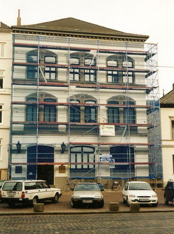 Schutzanstrich eines alten Bremer Hauses an der Domsheide in Bremen